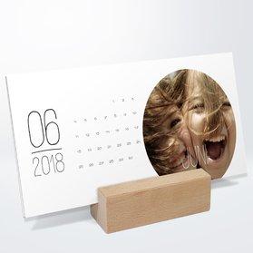 fotokalender rundes jahr tischkalender detail. Black Bedroom Furniture Sets. Home Design Ideas